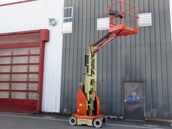 JLG Toucan 10E L – Mast Boom Lift