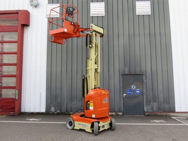 JLG Toucan 8E L – Mast Boom Lift